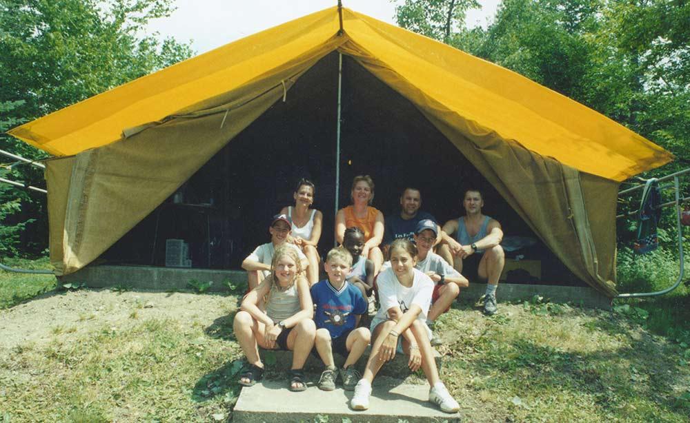 images/cb-historique-camp-familial-tente.jpg